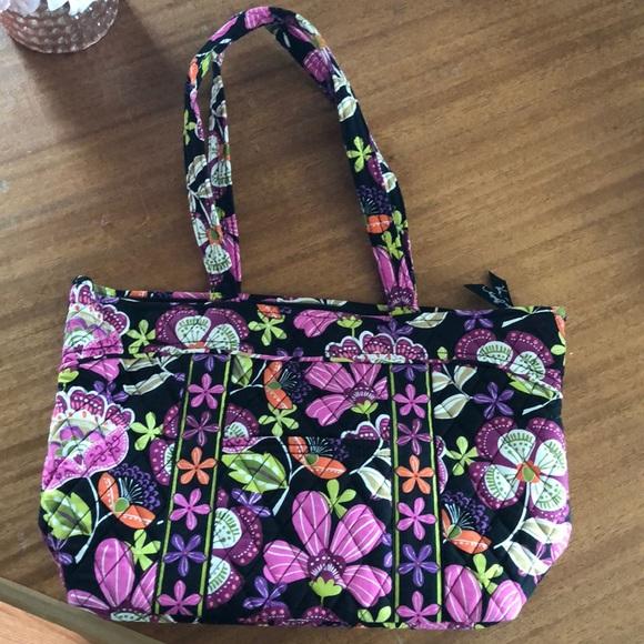 Vera Bradley Handbags - NEW Vera Bradley A Very Vera World Purse
